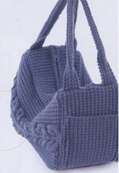 Фиолетовая вязаная сумка.