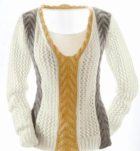 Вязаный пуловер с фантазийными полосами.