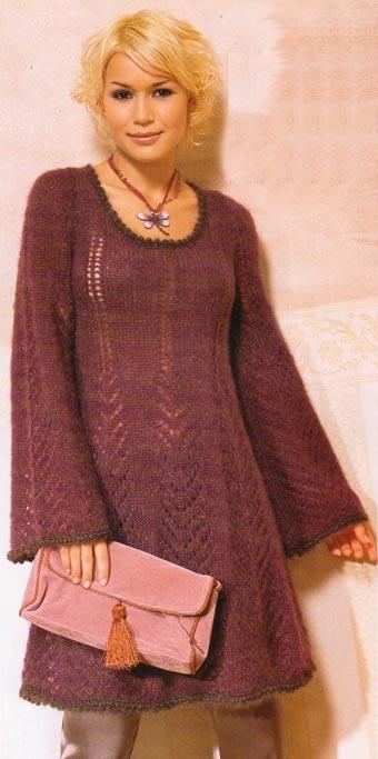 Расклешенное вязаное платье.