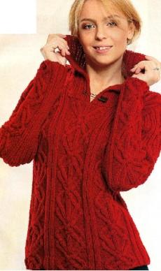 Вязаный узорчатый пуловер.