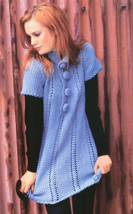 Голубое вязаное платье.