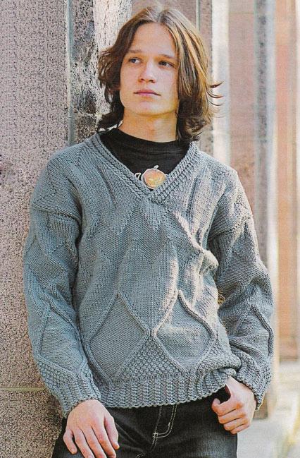 Вязаный подростковый пуловер с ромбами.