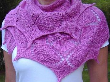 Ажурный шарф вязаный спицами.