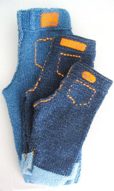 Вязаные детские брючки с отделкой под джинсы.