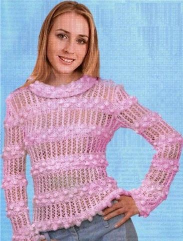 Вязаный розовый пуловер.
