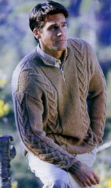 Вязаный пуловер с застёжкой-молнией.