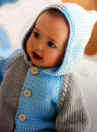 Бежево-голубой детский жакет с капюшоном.