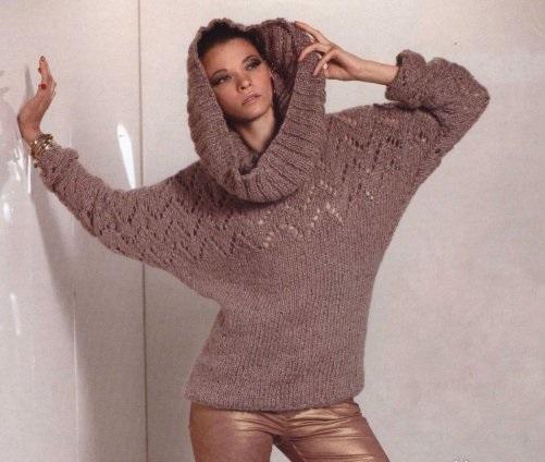 Вязаный ажурный пуловер с большим воротником.