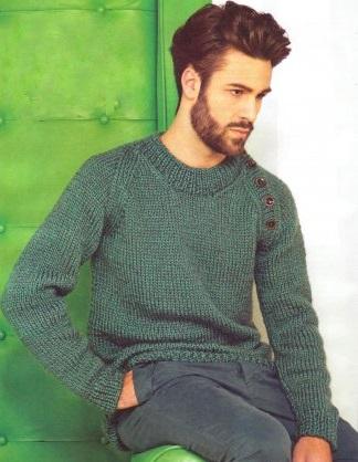 Вязаный мужской пуловер с рукавами реглан.