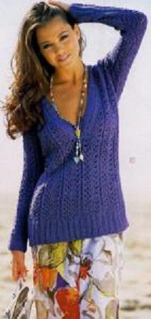 Ажурный пуловер с V-образным вырезом спицами.