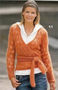 Пуловер с запахом спицами.