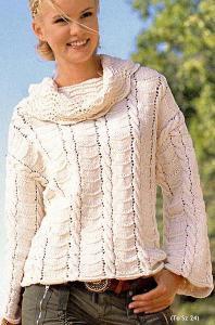Свободный пуловер с большим воротником.