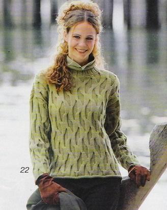 Пуловер с рельефным узором вязаный спицами.