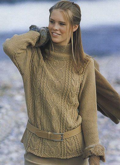 Узорчатый пуловер вязаный спицами.
