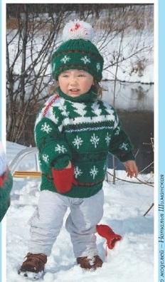 Детский комплект вязаный спицами: свитер и шапочка.