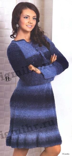 Меланжевое платье вязаное спицами.