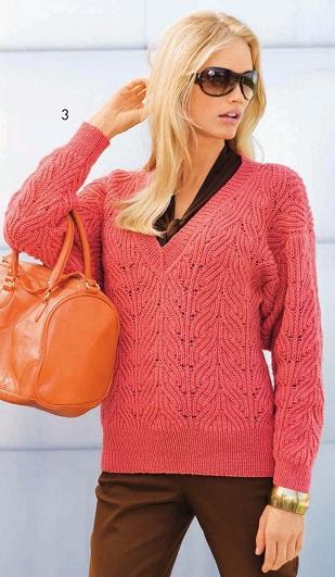 Пуловер с V-образным вырезом вязаный спицами.