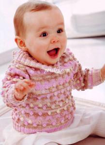 Розовый джемпер с шишечками на девочку вязаный спицами.