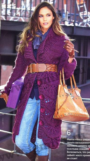 Пальто с фантазийным узором вязаное спицами.