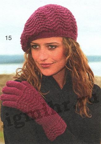 Шапка и перчатки с волнистым узором вязаные спицами.