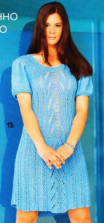 Ажурное платье голубого цвета вязаное спицами.