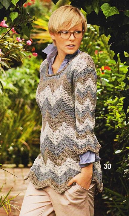 Пуловер с зигзагообразным узором вязаный спицами.