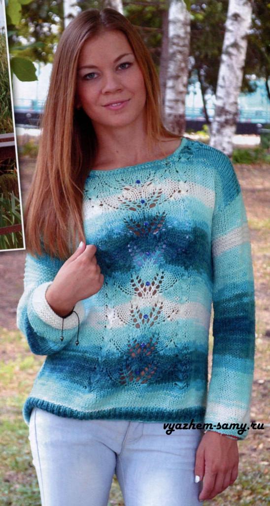 Вязаный спицами пуловер с ажурными узорами.