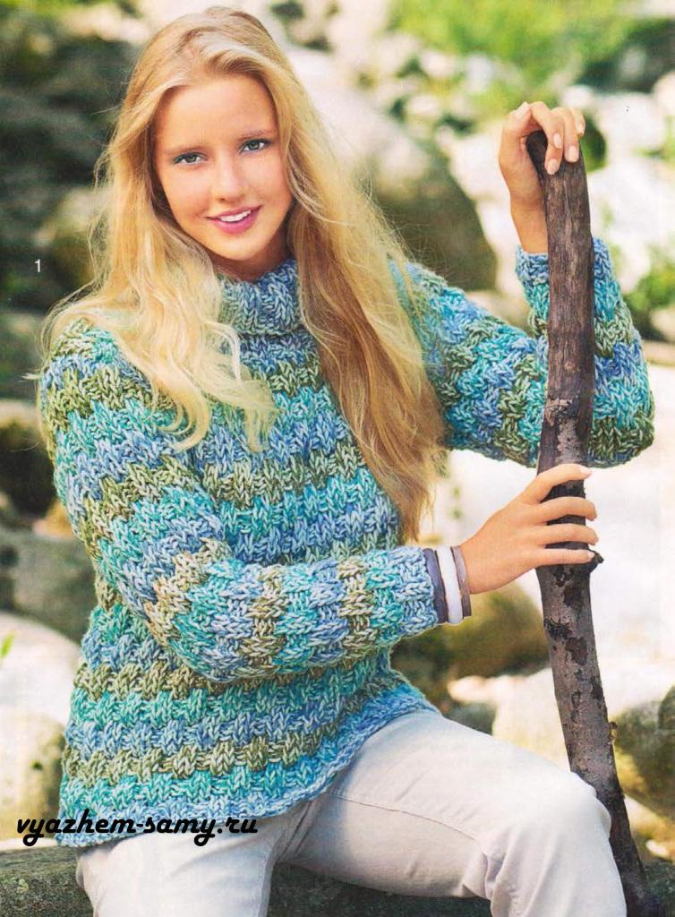 Пуловер в резинку спицами.